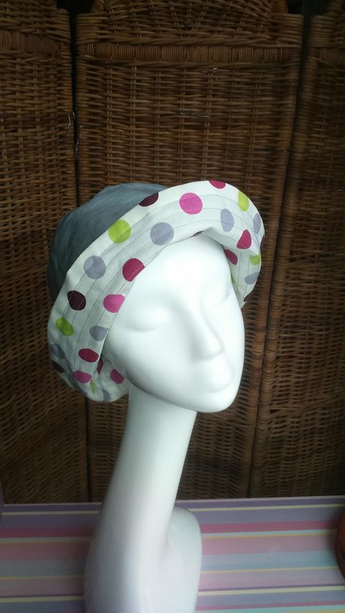 chapeau-pluie-pois-profil