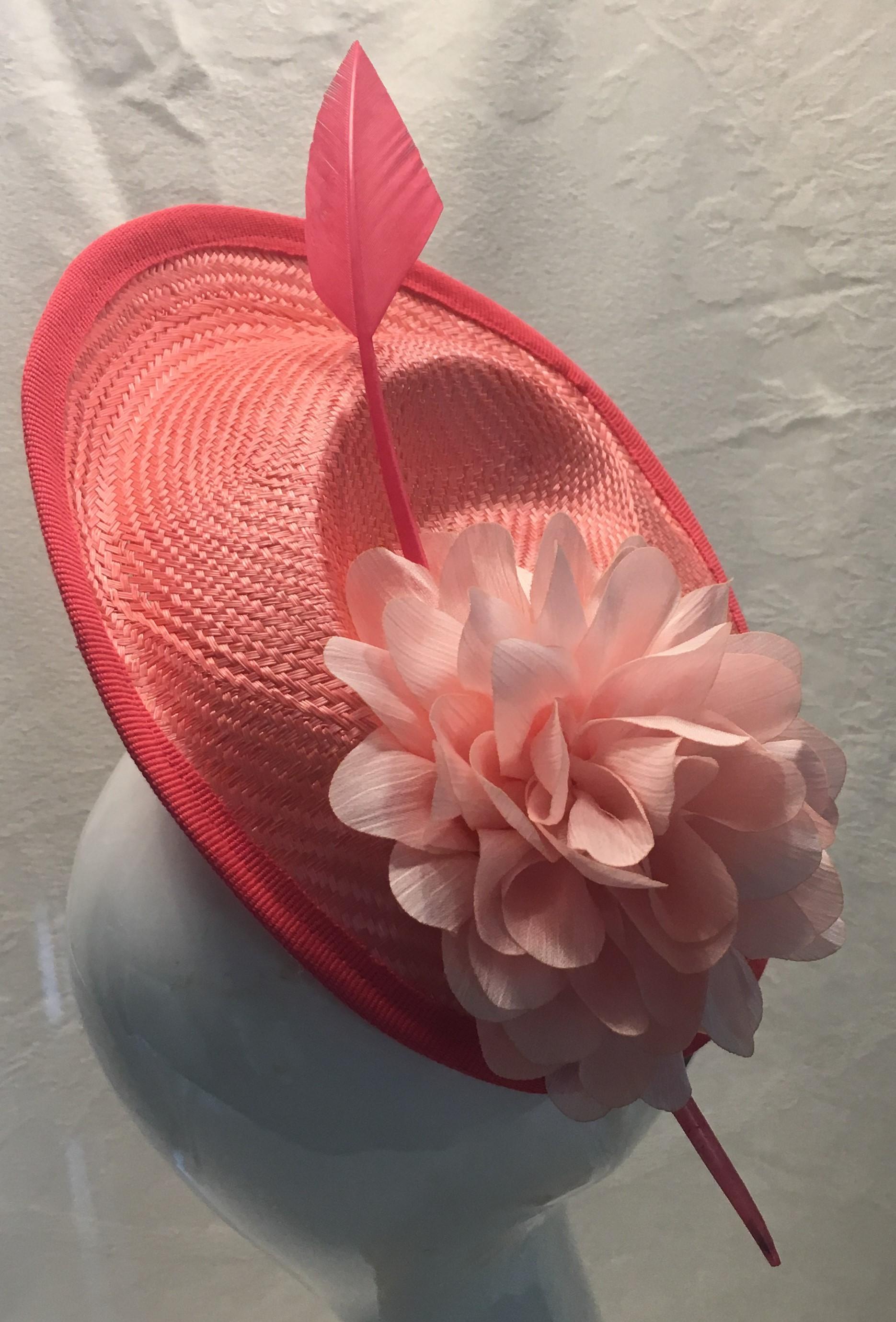 Chapeau en demi lune coloris corail