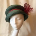 chapeau de cérémonie en parasisal vert